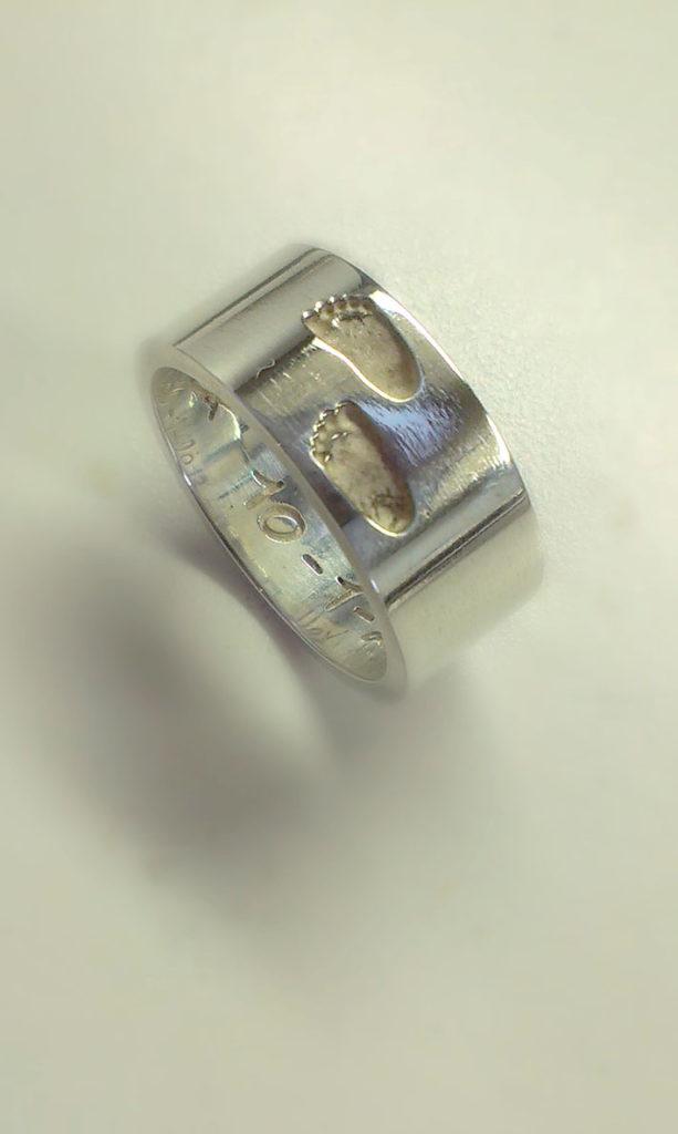 Ring met 2 voetstapjes